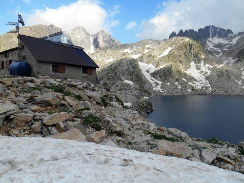 Rifugio Questa mt. 2388 e Lago Inferiore di Valscura