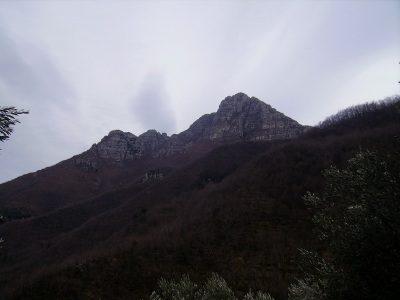 Castell'Ermo mt. 1094 ,Circo du Barei e Monte Nero mt. 981